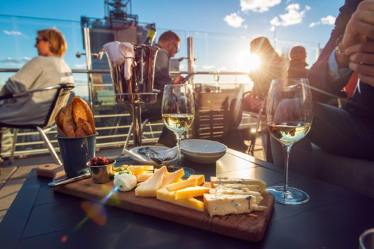 feature post image for Die besten Rooftop-Restaurants in der Schweiz